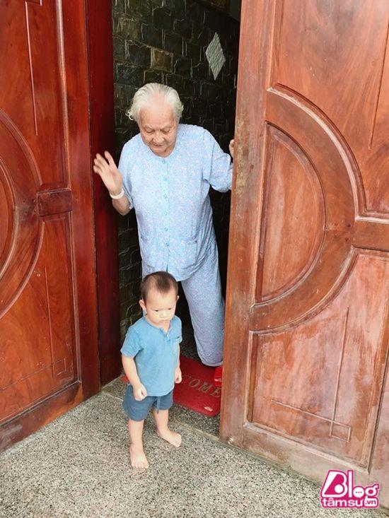 Choáng ngợp trước ngôi nhà Lý Hải xây cho Mẹ ở Tiền Giang
