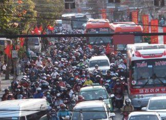 Lại cảnh kẹt xe vi người dân đổ về Sài Gòn sau Tết