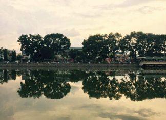 Nước trong mây trắng chiều tàn Trắng trong thấy đó, một bóng cây Xanh  Xanh tươ