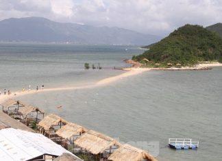 Độc đáo con đường giữa biển Khánh Hoà