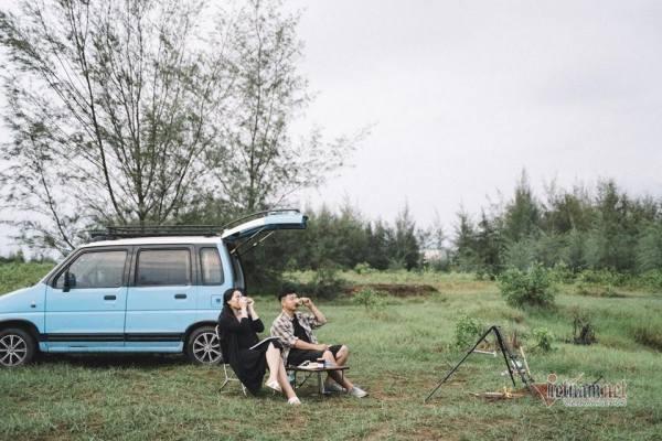 Sắm ô tô 90 triệu đi du Xuân, bí quyết hạnh phúc của đôi vợ chồng trẻ ở Tiền Giang