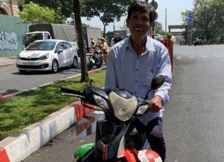 CSGT tặng tiền mua xe máy cho người bị tịch thu xích lô