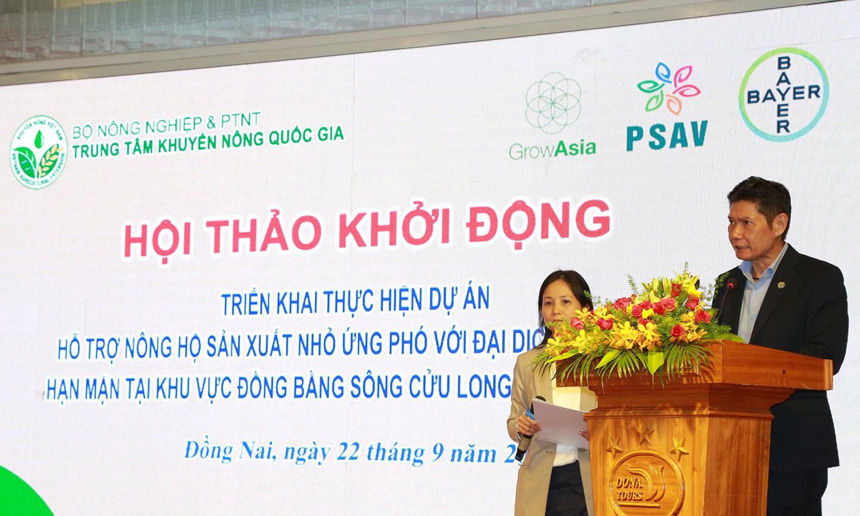 """Ông Weraphon Charoenpanit, Giám đốc Kinh doanh nhánh Khoa học Cây trồng, Bayer Việt Nam chia sẻ mục tiêu của dự án """"Better Farms, Better Lives"""" và nỗ lực của Bayer giúp nông hộ sản xuất nhỏ tại khu vực ĐBSCL và Đông Nam Bộ ứng phó COVID-19 và hạn mặn."""