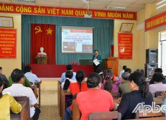 Sinh hoạt CLB Phòng, chống xâm hại phụ nữ và trẻ em của Hội LHPN xã Tân Hòa Thành,  huyện Tân Phước.