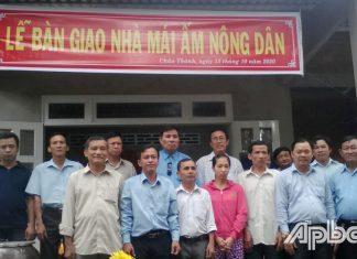 """Bàn giao """"Mái ấm nông dân"""" cho ông Trần Văn Nga"""