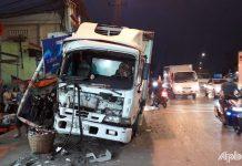 Tiền Giang: Xe tải làm sập biển báo giao thông ven Quốc lộ 1