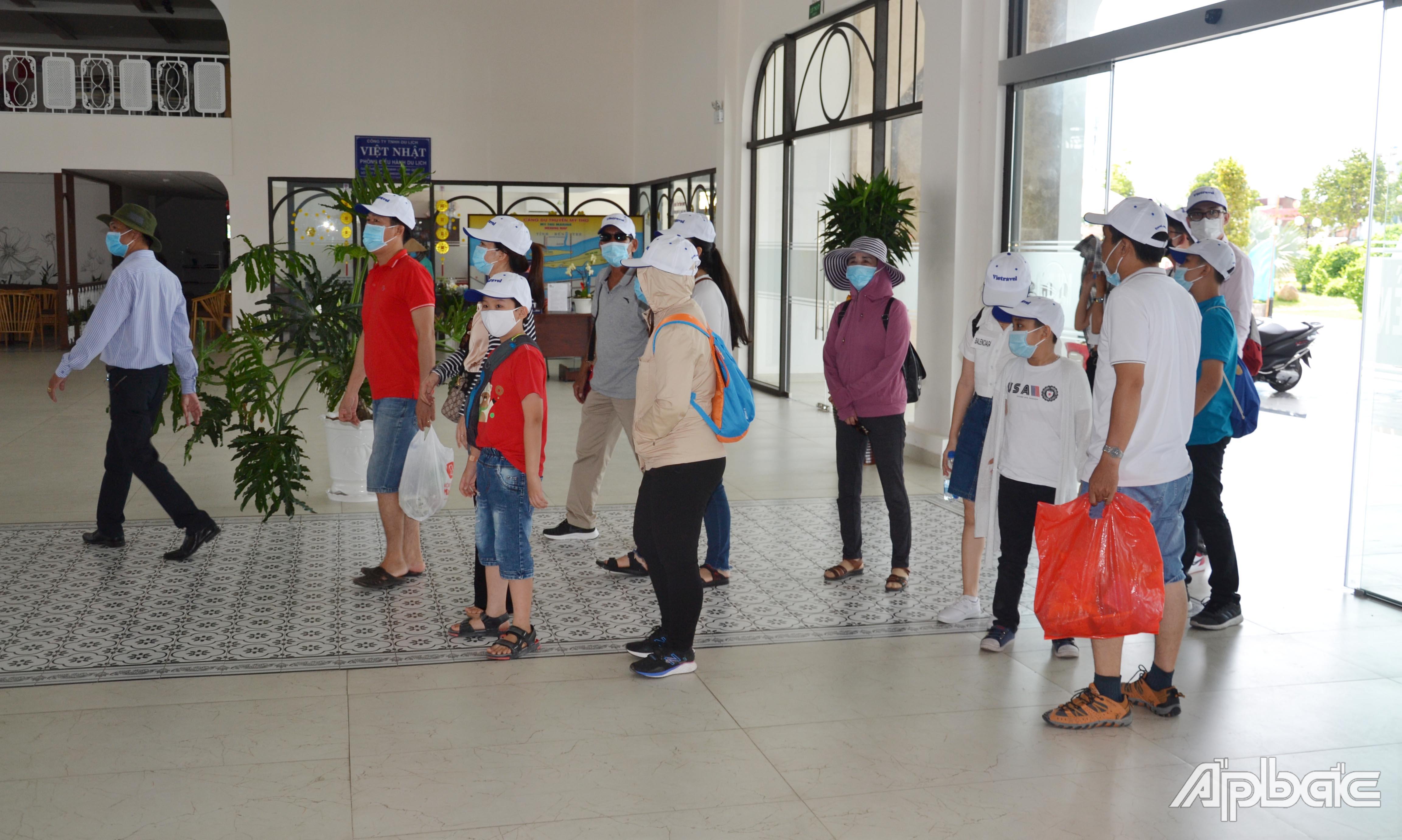 2 ngày nghỉ lễ đầu tiên, Cảng du thuyền Mỹ Tho đơn hơn 1.500 lượt khách du lịch đến tham quan cù lao Thới Sơn.