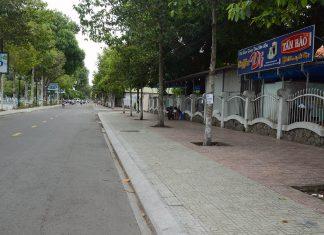 Tiền Giang: Ngươi dân chấp hành giãn cách, đeo khẩu trang đi chợ, đường phố vắng vẻ