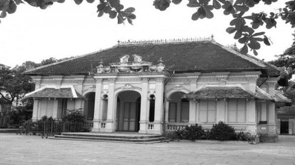 Ngôi nhà của Bạch Công tử trước khi được trùng tu…